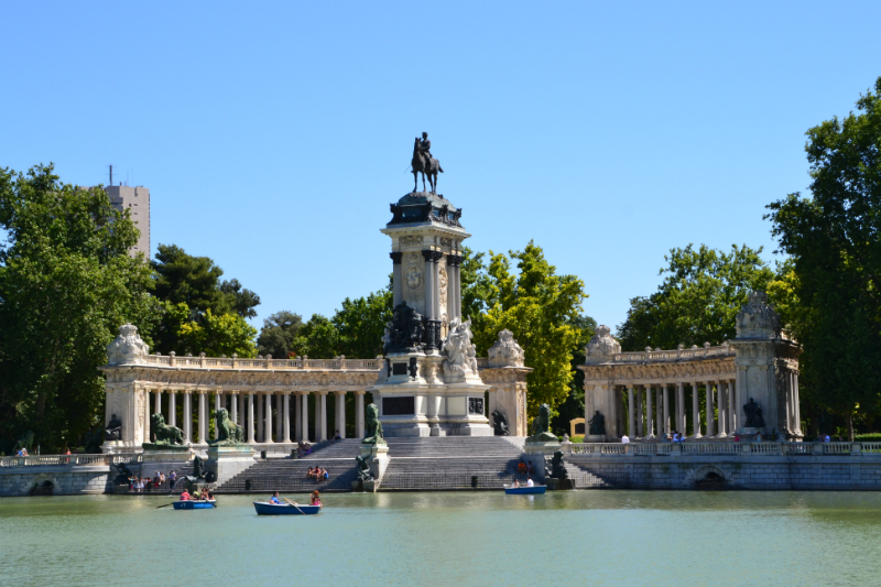 One of our favorite places in Madrid, no matter the season, this park is a delight for the senses / (OgoTours)