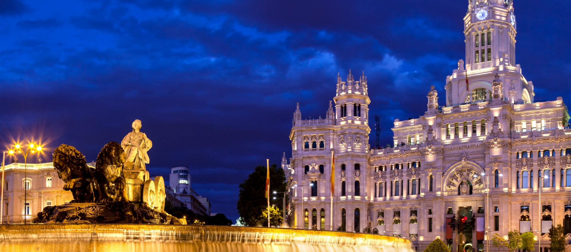 Square_Cibeles_palace_madrid_inspiring_tour