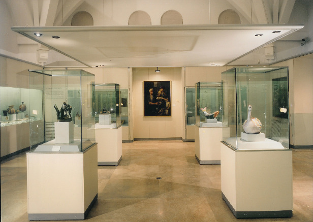This museum houses pieces from different American cultures: Aztec, Mayan, Inca among others.