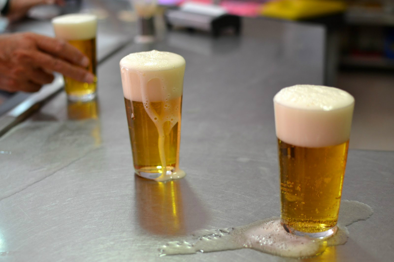 "The most typical way to order a beer in Spain is ""una caña"", which is a small glass of beer (less than half pint of beer) / Photo: chupalagmaba (Flickr)"