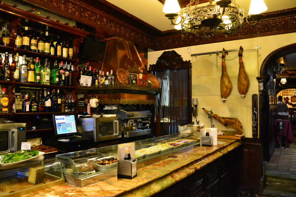 Casa Alberto Restaurant (Huertas Street) offers one of our favorite vermouths in Madrid / Photo: OgoTours