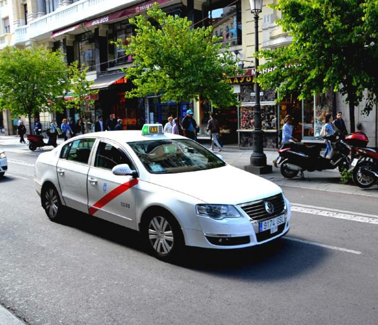 getting around Madrid taxi